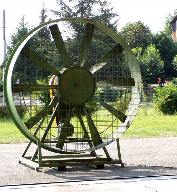 Ventilazione capannoni/grandi superfici (da terra)<br>posizionabili dove serve vento artificiale