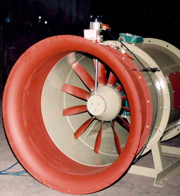 Ventilatore assiale con girante a passo variabile  durante il moto